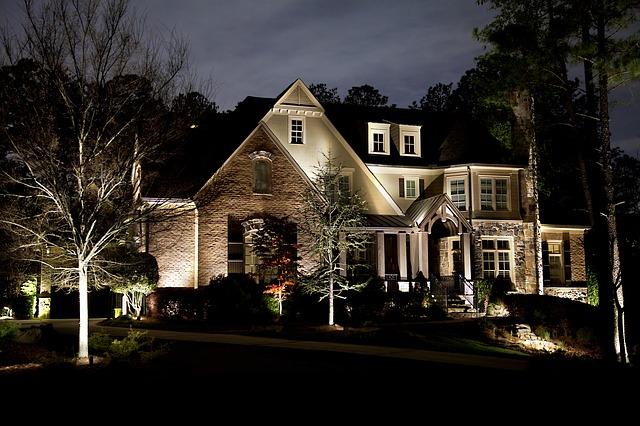 oświetlenie domu na zewnątrz